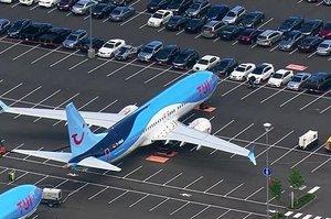 Boeing розміщує свої літаки 737 Max на парковці для автомобілів