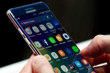 Максимум з мінімуму: наддешевий смартфон Samsung