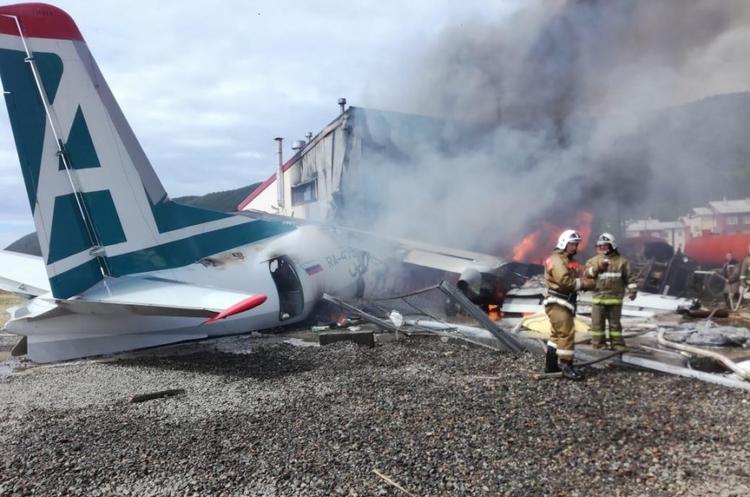 В Росії знову зайнявся літак, є загиблі та поранені (ВІДЕО)