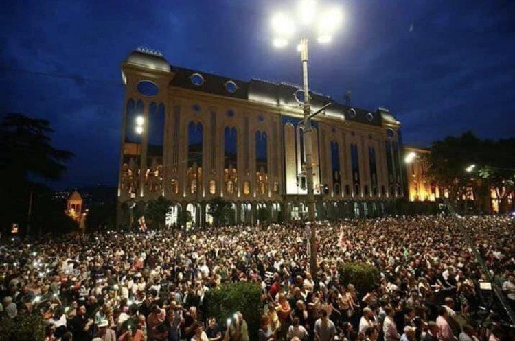 На десятий день протестів у Грузії оголосили масштабний «Марш свободи»