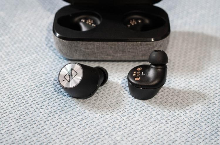 Продажі безпровідних навушників за рік зросли на 223%