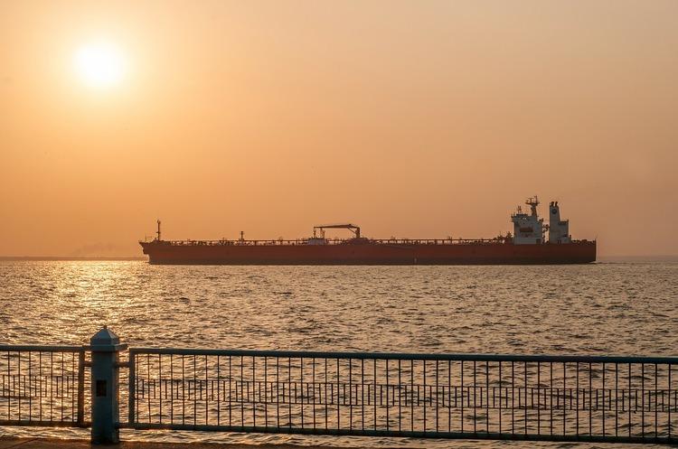 У Гібралтарі затримано супертанкер, який віз нафту в Сирію в порушення санкцій ЄС