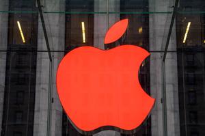 Apple сплатила Samsung $683 млн через низький попит на «айфони»