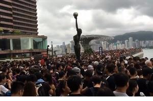В Гонконгу знову протести: тисячі мітингувальників блокують залізничний вокзал
