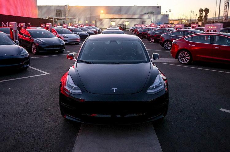 Tesla почне оновлювати старі моделі, оснащуючи їх новими процесорами