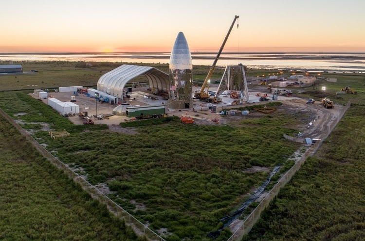 На ракетній платформі SpaceX сталася пожежа