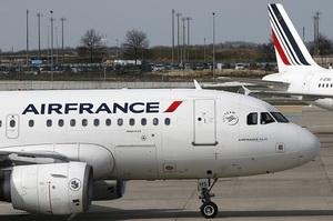 У Франції вводять екологічний податок на всі авіаквитки