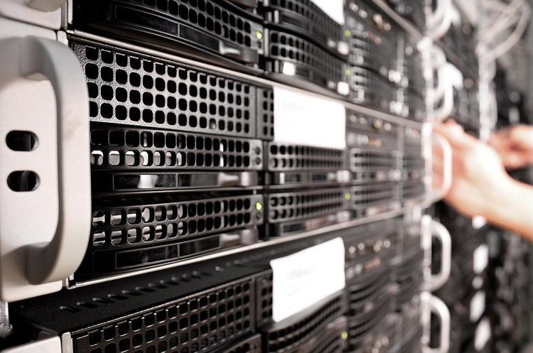 Виробники серверів переносять виробництво з Китаю через торгову війну
