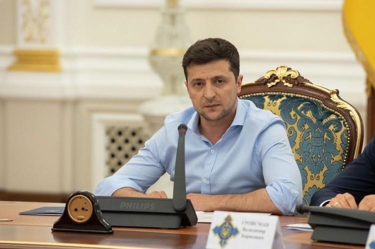 Зеленський вперше поговорив з Путіним по телефону