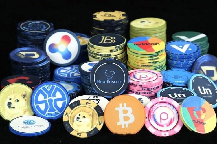 Влада США пропонує заборонити технокомпаніям випускати криптовалюти та надавати фінпослуги