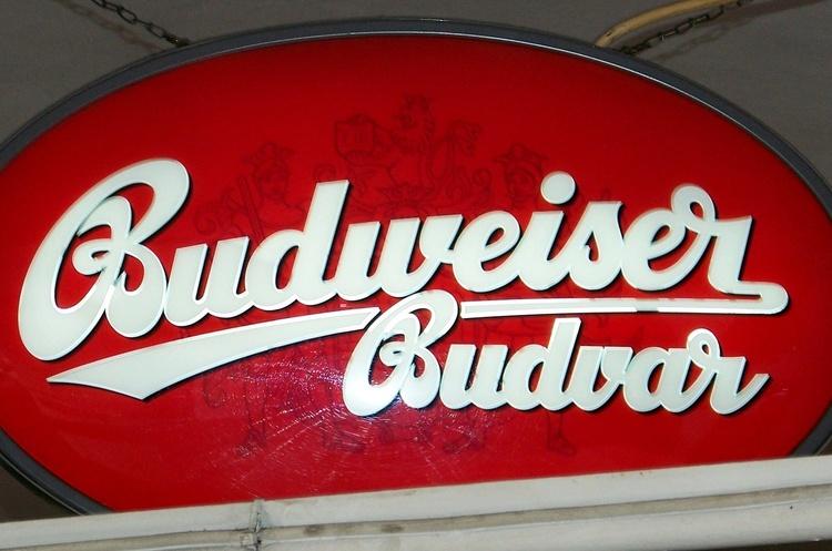Виробник пива Budweiser скасував плани провести ІРО, яке могло стати найбільшим в 2019 році