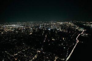 Нью-Йорк без електроенергії: людей з ліфтів витягували за допомогою електрогенераторів