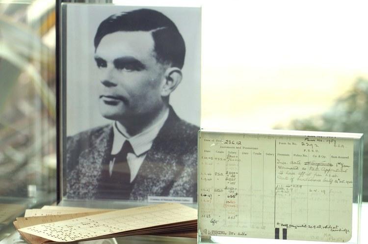 В Британії випустять нову купюру із зображенням Алана Тюрінга, який розгадав нацистські коди