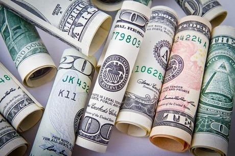 МВФ вважає, що курс долара є надто завищеним