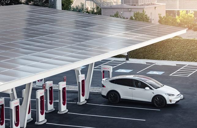 Нова станція Tesla Supercharger V3 заряджає 1500 електромобілів за день