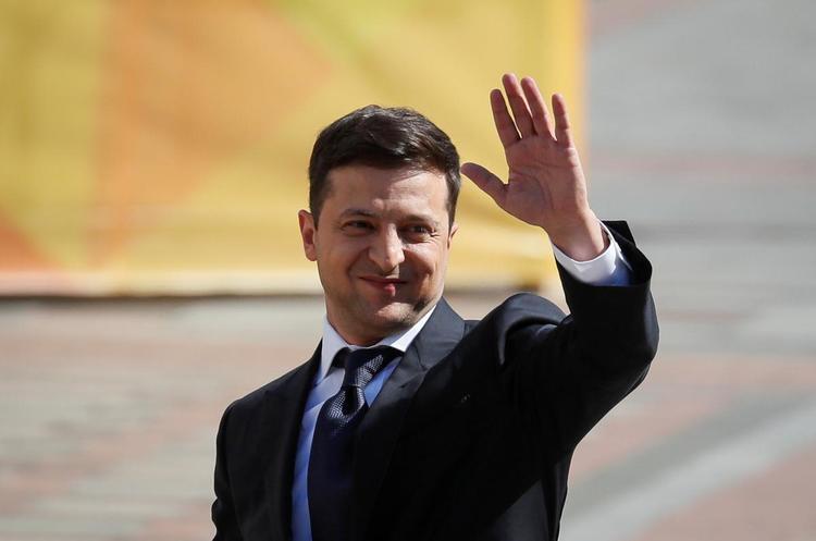 Зеленський звільнив одразу 11 послів