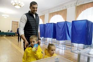 Явка на виборах на 12 годину становила 16,3% – ЦВК