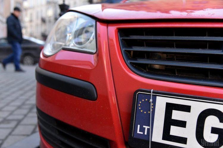 Зеленський просить Раду відкласти покарання за завезення «євроблях» на 90 днів