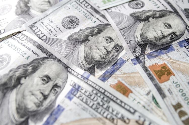 Сума грошових переказів в Україну склала $1,09 млрд за пiвроку