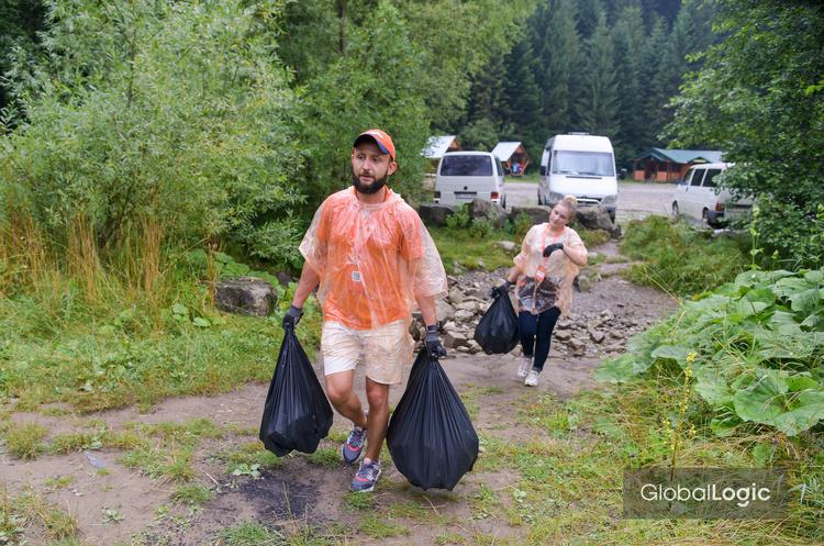 Українські інженери запустили мобільний додаток для пошуку сміття в Карпатах (ВІДЕО)