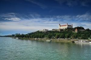 Румунія заборонила перевезення по Дунаю російських танків у Сербію