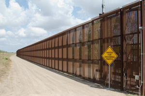 Верховний суд США дозволив виділити кошти на будівництво стіни з Мексикою