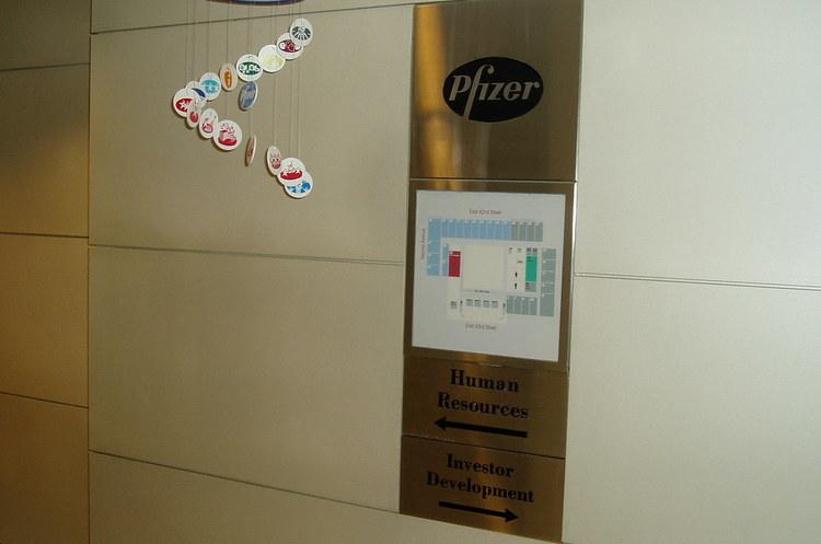 Фармкомпанія Pfizer веде переговори щодо злиття з виробником ліків Mylan