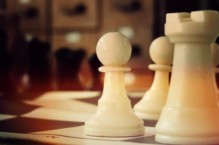 Власники Tesla відтепер можуть грати у шахи зі своїм автомобілем (ВІДЕО)