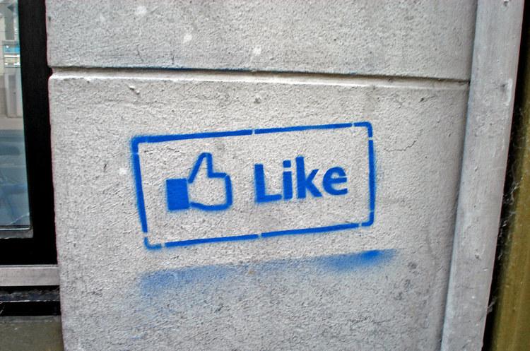 Європейський суд зобов'язав сайти з кнопкою «Like» від Facebook попереджати про збір даних