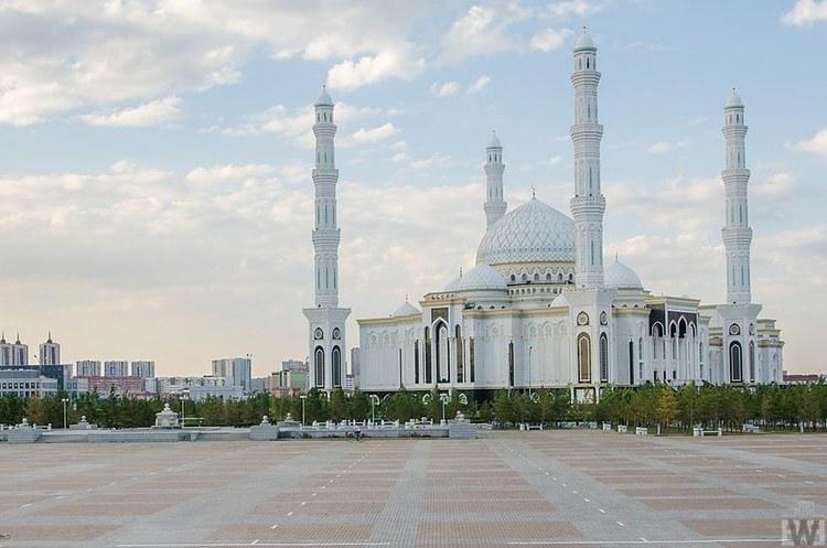 Держорганам Казахстану заборонила купувати імпортні автомобілі для службових потреб