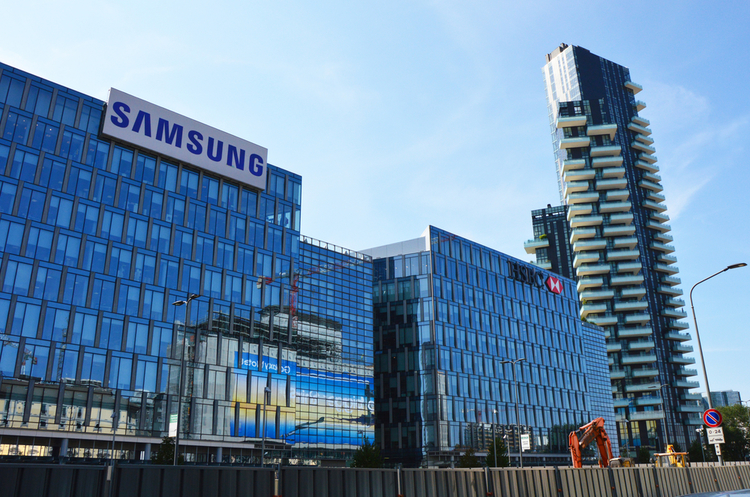Прибуток Samsung обвалився в 2,5 рази через слабкі продажі смартфонів