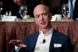 Джефф Безос продав акцій Amazon майже на $2 млрд