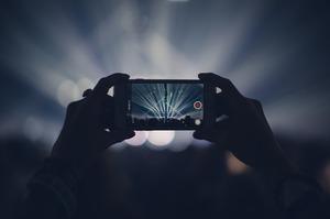 Світові поставки смартфонів впали на 2,3%