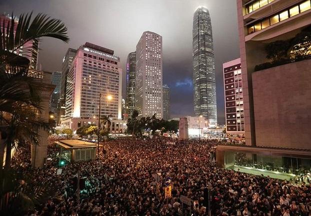 Через загальний страйк паралізовано роботу всього Гонконгу, скасовано авіарейси