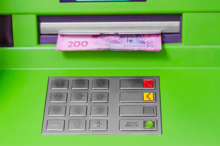 Курси валют на 7 серпня: долар на закритті міжбанку подешевшав