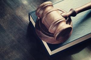 Справа «Роттердам+»: суд заборонив экс-чиновнику НКРЕКП полишати Київ без дозволу слідчих