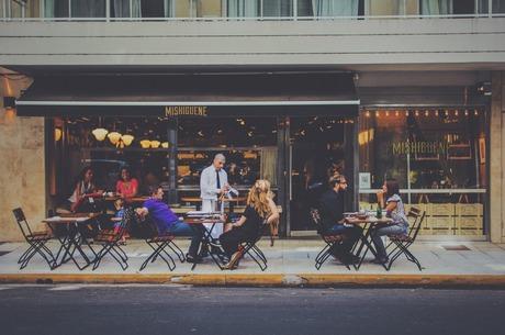 Їжа або перфоманс: навіщо насправді гості йдуть в ресторан