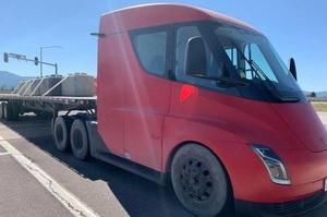 Водії підтвердили, що електровантажівка Tesla Semi проїжджає на одній зарядці 1000 км