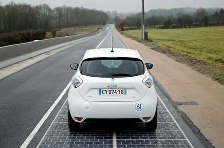 Перша в світі дорога з сонячними панелями закрилася: інженери дещо не врахували