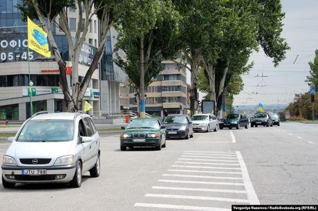 Власники авто з «єврономерами» в Запоріжжі провели автопробіг проти штрафів