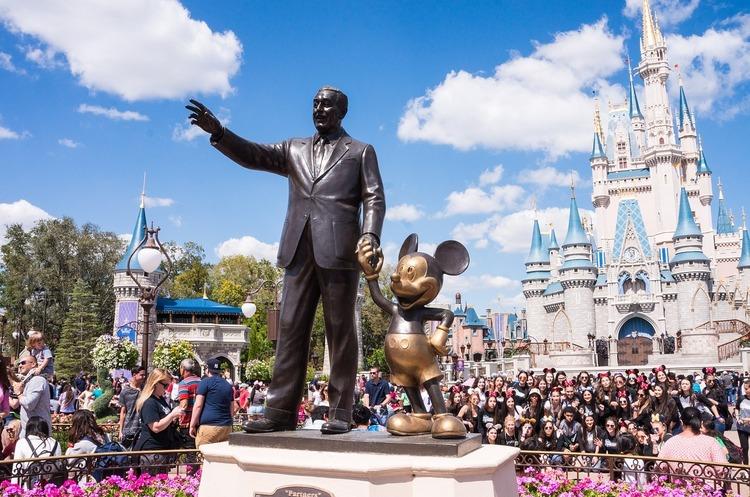 Колишня бухгалтер Disney звинуватила компанію в систематичному обмані