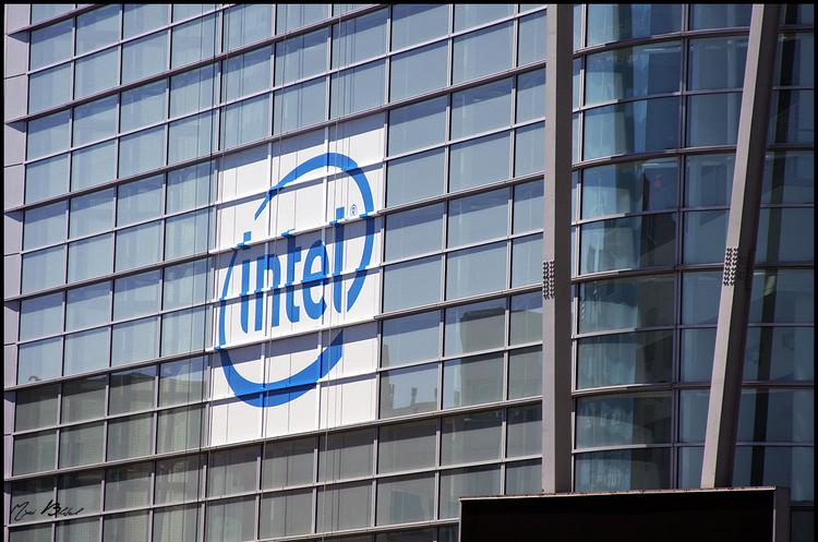 Intel показала свій перший процесор для штучного інтелекту