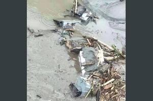 У Китаї через повені потоками води зруйновано велику майнінгову ферму (ВІДЕО)