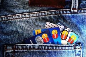 Обсяг операцій з платіжними картками склав 1,6 трлн грн за півроку