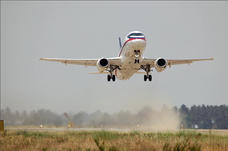 Останній зарубіжний експлуатант SSJ100 продає свої російські літаки