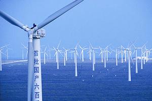 У відновлювальну енергетику інвестують менше, але галузь залучає більше коштів, ніж традиційна – REN21