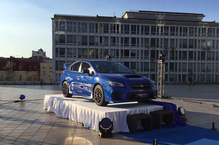 На даху київського ТРЦ презентували «найзлішу» Subaru