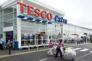 Мережа магазинів Tesco обіцяє заборонити бренди, які використовують забагато пластику
