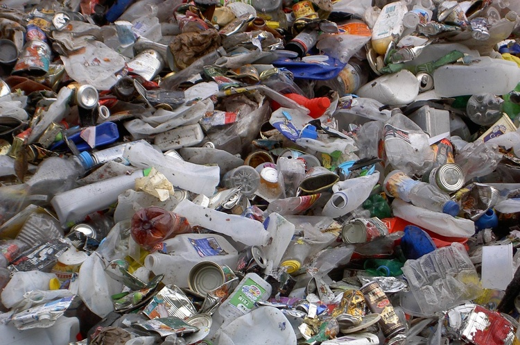 Росія утричі збільшила імпорт пластикового сміття