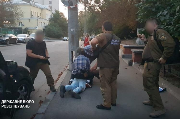 У Києві шахраї вимагали $570 тисяч від імені Зеленського за посаду в «Укроборонпромі»
